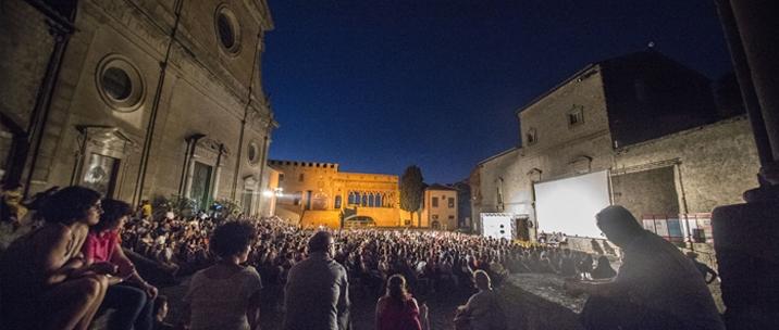L'arena del Tuscia Film Fest in piazza San Lorenzo a Viterbo